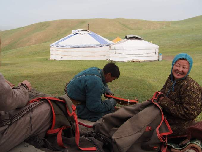Preparing pack saddles with the help of Steppe Rider guides.